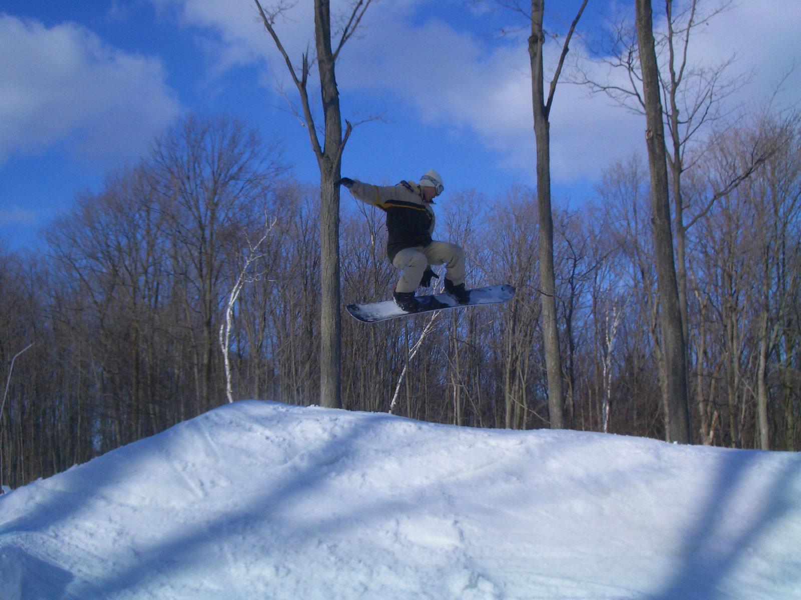 Skiing / snowboarding